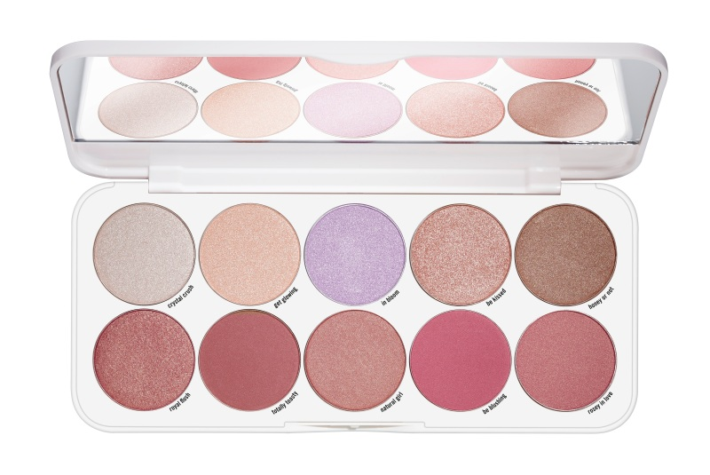 ess_get cheeky blush & highlighting palette_Front View Open-479940